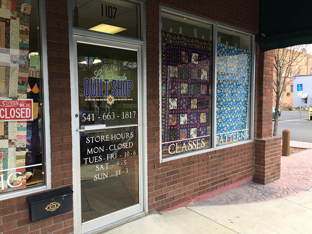 The La Grande Quilt Shop front window graphics.